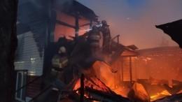 Крупный пожар разгорелся вадминистративном здании впоселке Бурятии— видео
