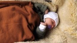 Мать-кукушка бросила младенца возле поликлиники вВолгограде иуехала