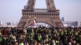 «Желтым жилетам»— год. Зачто сейчас выступают протестующие воФранции?