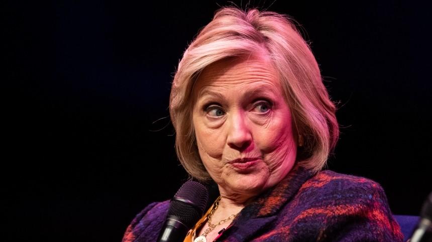 Самолет сХиллари Клинтон наборту начал терять детали ивернулся вНью-Йорк