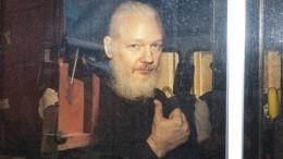 Основатель Wikileaks Джулиан Ассанж оставлен под стражей