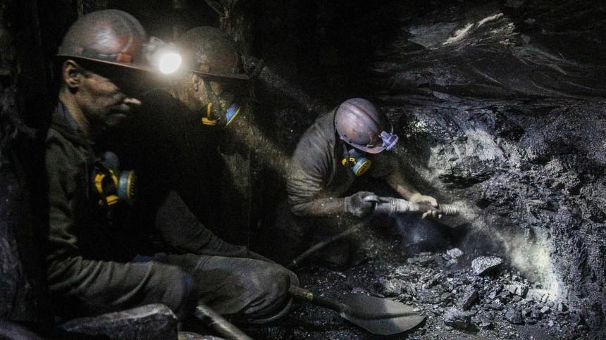 Срочная эвакуация горняков изшахты проходит под Кемерово
