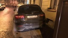 Видео: автомобиль Михаила Боярского без единой царапины стоит около дома актера