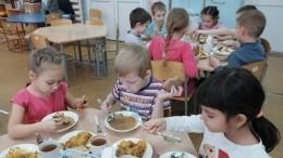 Молочный суп совощами, рыбное суфле: кто придумывает рецепты для детского питания