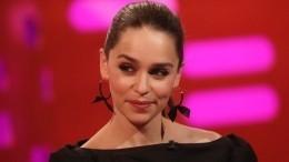 Эмилия Кларк заявила, что еевынуждали сниматься обнаженной в«Игре престолов»