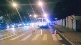 Троллейбус сбил девушку напешеходном переходе вПетербурге (18+)