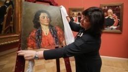 «Портрет женщины сгранатовым кулоном» пополнил коллекцию Русского музея