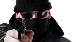 Неизвестные вмасках расстреляли людей возле ресторана вцентре Сухума