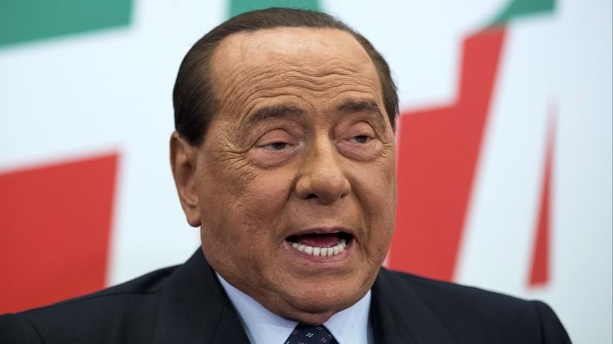 Сильвио Берлускони упал вдавке иугодил вбольницу