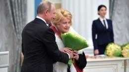 Доронина попросила Путина повлиять наситуацию воМХАТе