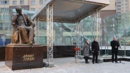 Путин открыл памятник писателю Даниилу Гранину вПетербурге