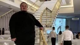 Сын Сафронова, застрявший вунитазе самолета, подаст всуд наснявшего видео