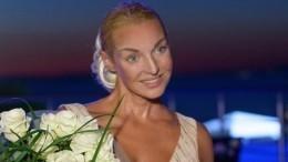 «Бесконечная!»: Анастасия Волочкова восхитила фанатов снимком ввечернем платье
