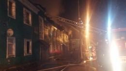 Вспыхнувший пожар вдеревенском доме вМосковской области выгнал наулицу 32 человека