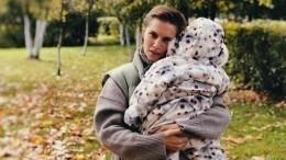 «Чудо-папа»: Мельникова показала, как еемуж играет сгодовалым сыном