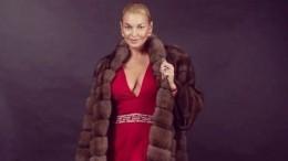 Ноги Анастасии Волочковой попали под прицел хейтеров— фото
