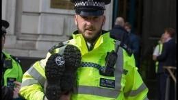 Полиция задержала напавшего сножом напрохожих наЛондонском мосту вВеликобритании