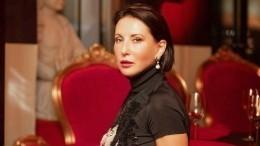 Помолодела на20 лет: всети обсуждают фото Алики Смеховой вкупальнике