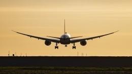 Самолет рейса «Москва— Баку» сел назапасном аэродроме из-за трещины налобовом стекле
