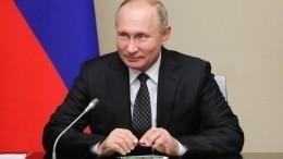 Путин: Деятельность фонда «Русский мир» повышает авторитет страны вмире