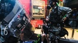 Российские журналисты пострадали вовремя съемок акций протестов вГонконге