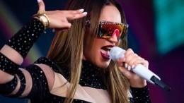 Видео: Бузова оказалась запертой вгримерке перед концертом