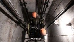 Мужчина упал вшахту лифта вроддоме наСолидарности вПетербурге