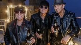 Видео: Группа Scorpions спела нафоне российского флага встолице