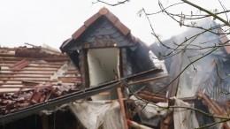Кровля обрушилась прямо вквартиру старой трехэтажки вМоскве— видео