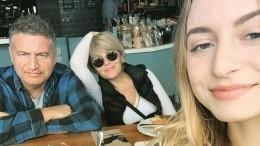 Дочь Агутина иВарум летом подрабатывает вСША официанткой