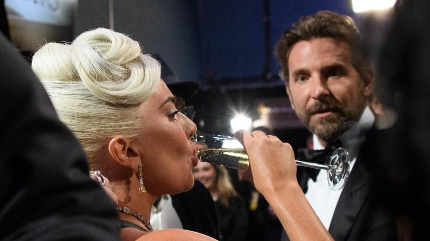 Леди Гага назвала роман сКупером фейком