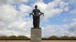 Петербург передал Израилю капсулы сземлей Пискаревского мемориального кладбища