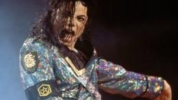 Фото: нааукцион выставят легендарные носки Майкла Джексона