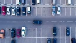 Видео: Коммунальщики сговорились бить машины недовольных жильцов