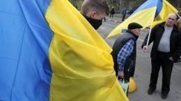 ВоЛьвове аграрии перекрыли дорогу, авОдессе националисты осквернили барельеф Жукову