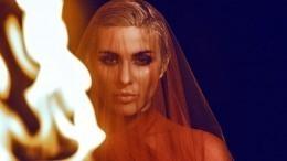 История Золушки: Что известно оMaruv, ставшей «Певицей года» поверсии Glamour