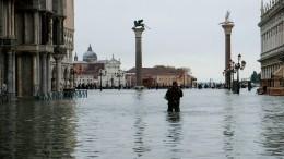 Два человека стали жертвами небывалого наводнения вВенеции— видео