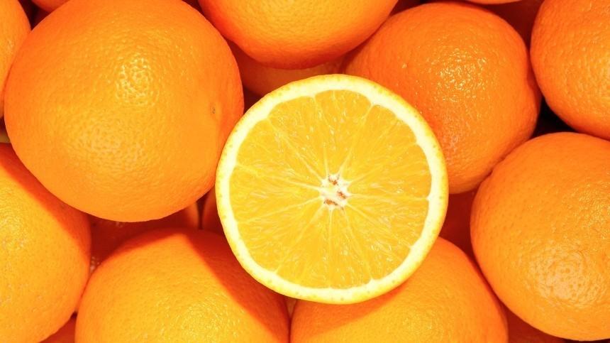 Любителям цитрусовых: Лайфхак поочистке апельсина без потери даже капли сока