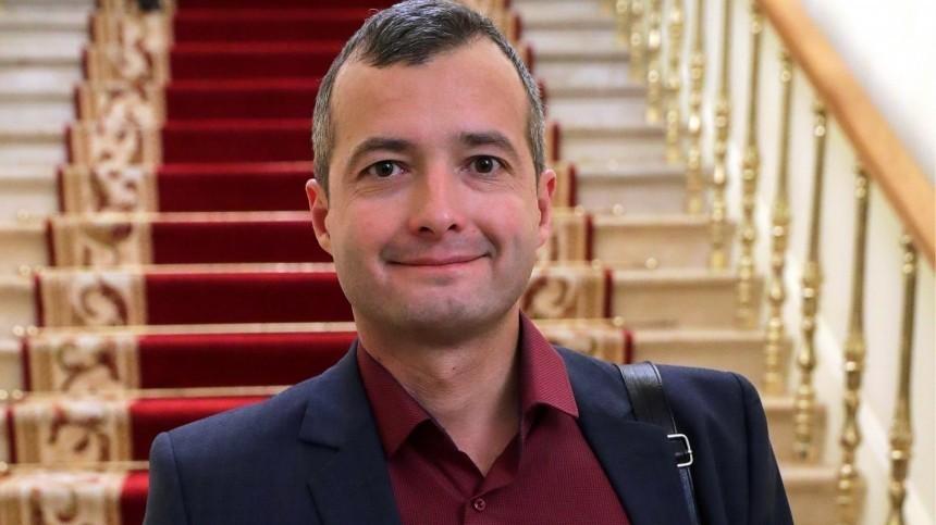 Почему пилот Дамир Юсупов стал скрывать свое имя отпассажиров?