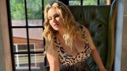 Сексуальная Семенович влегкомысленном халатике взбудоражила фанатов— фото