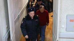 Доцента Соколова привезли наследственные действия вкаске ибронежилете