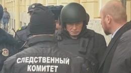Видео: следственные действия сСоколовым вбронежилете продолжаются уреки Мойки
