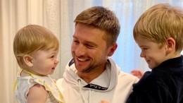 «Вывтанцах»: Сергей Лазарев показал зажигательный танец сына