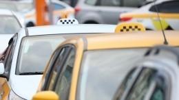 Таксист избил добольницы пассажира загромкий хлопок дверью
