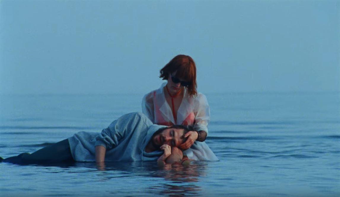 Кадр из клипа «Убей меня».