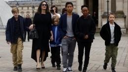 Вторая дочь Анджелины Джоли иБрэда Питта хочет быть похожей намальчика