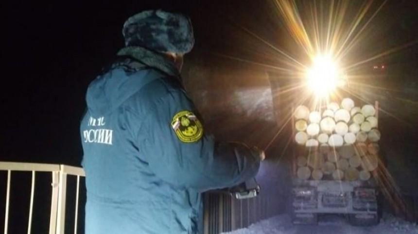 Мост обрушился вИркутской области вовремя проезда большегруза