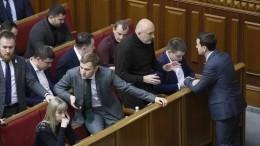 Депутаты «Слуги народа» подрались вРаде из-за женщины