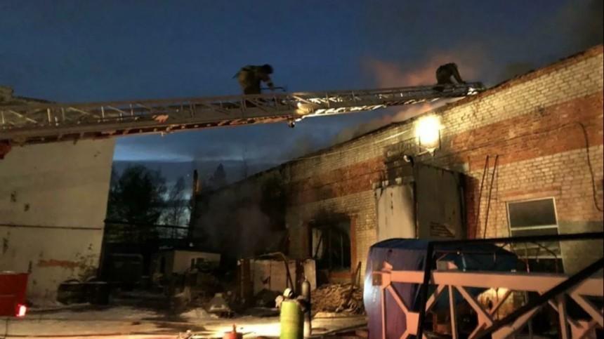 Склад слакокрасочными материалами горел вХабаровске