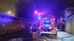 Спасатели тушат пожар вЕкатеринбурге наплощади в1200 квадратов